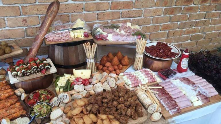 How To Make The Best Grazing Table For Your Event